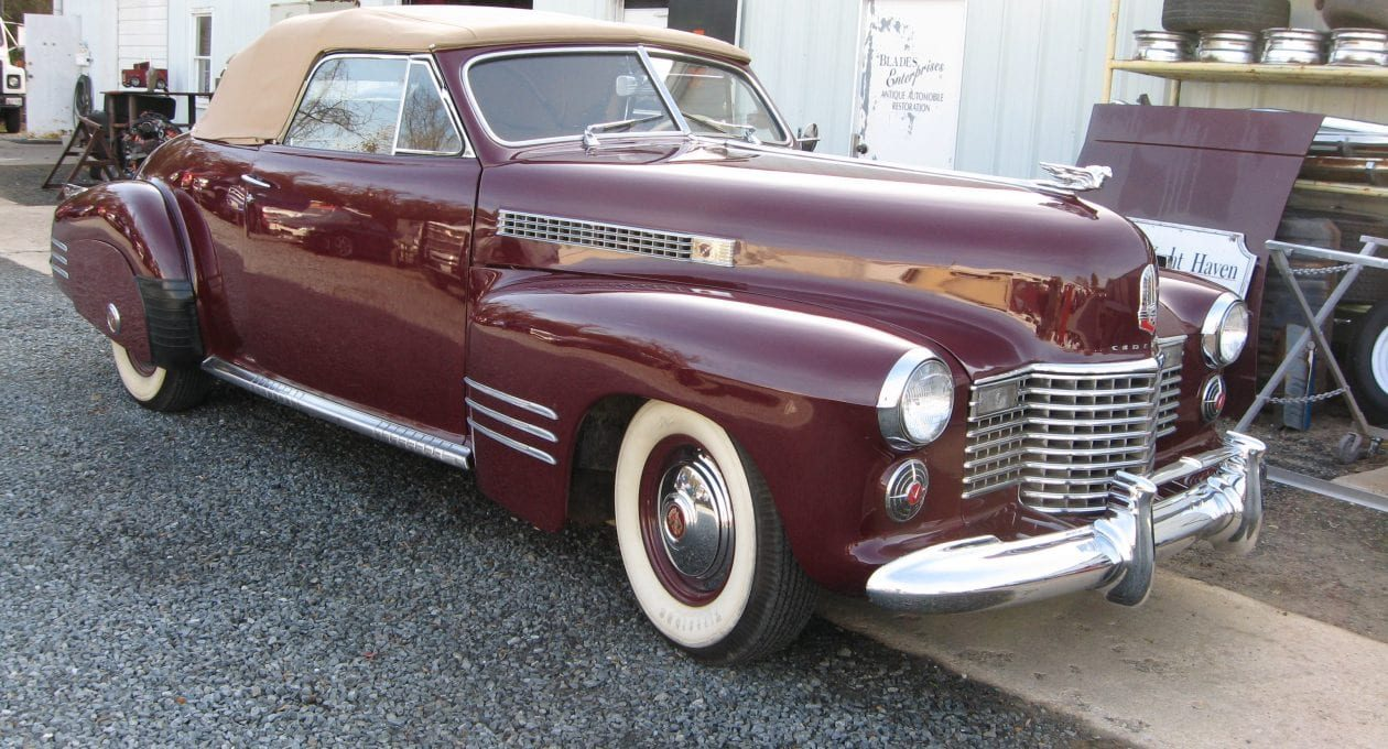 `41 Cadillac Series 62 Convertible Coupe: Pre-War Elegance!