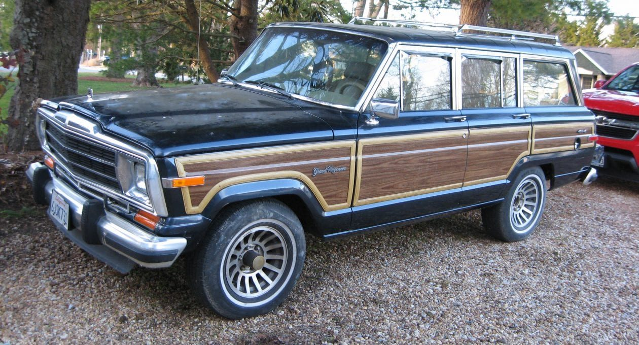 `90 Jeep Grand Wagoneer: Luxurious On and Off-Road Performance!