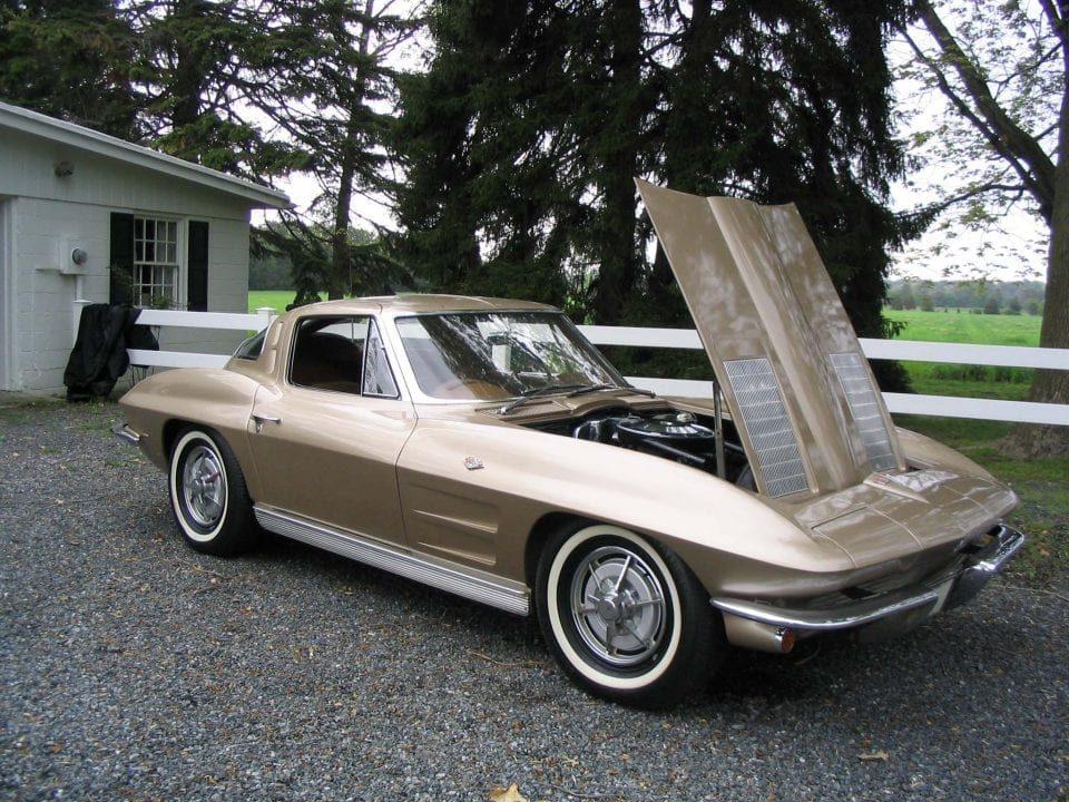 Chevrolet Corvette Sting Ray sport coupe